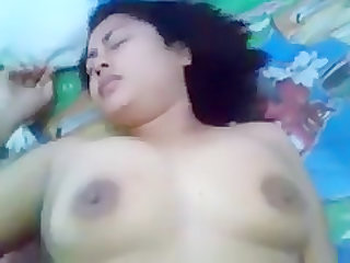 chubby woman fucking without making sound