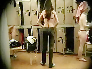 HIDDEN CAM WOMEN\'S LOCKER ROOM